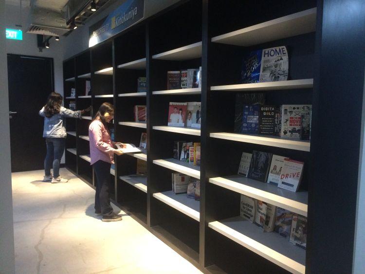 Koleksi buku di perpustakaan JCH.