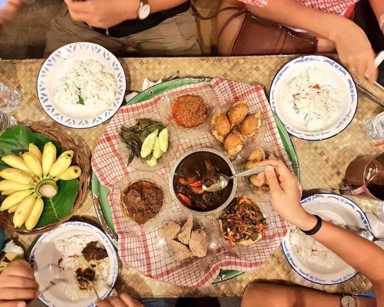 Kota dengan Festival Lebaran Unik - Makan Bedulang, Bangka