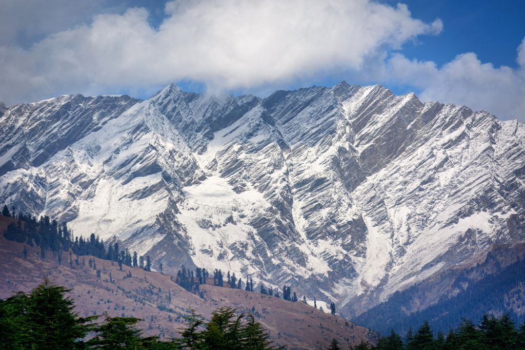 pegunungan bersalju