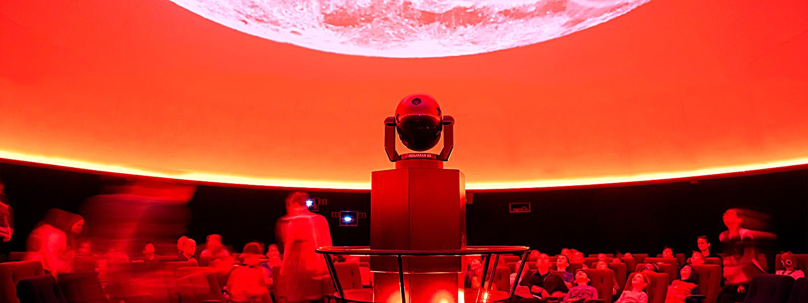 مراقبة النجوم والكواكب - الصورة من موقع brisbane