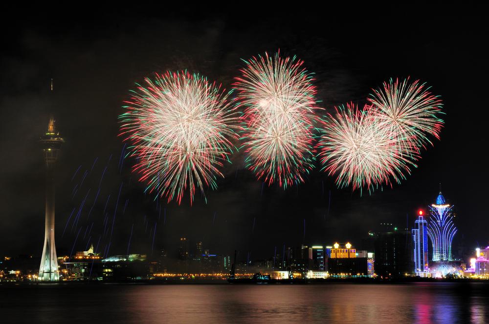 Colorful_Firework_with_landmark_Macau_Tower_hfk9hs