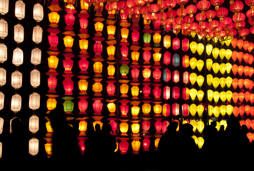 Chinese_lanterns_and_silhouette_llluxe