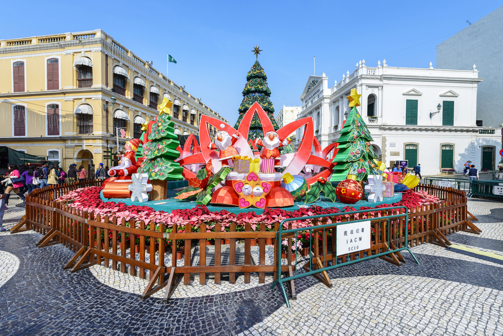 Pedestrian_street_of_Macau_during_Christmas_and_New_Year_holiday_people_are_walking._Located_near_Civic_and_Municipal_Affairs_Bureau_IACM_p4xd3z