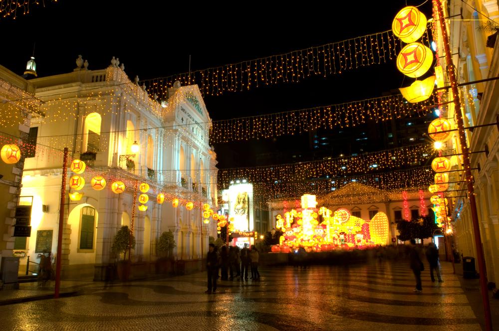 Macao_street_light_in_Christmas_lhe5jg