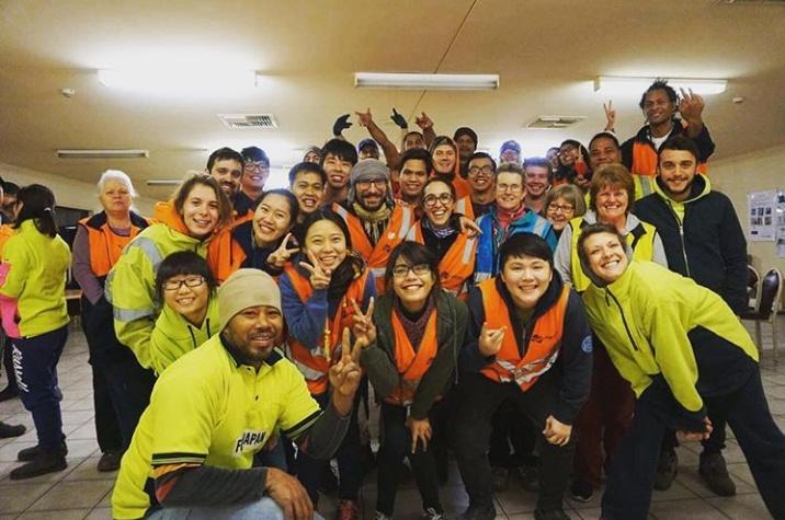 Bersama teman-teman di pabrik pengemasan jeruk di Renmark