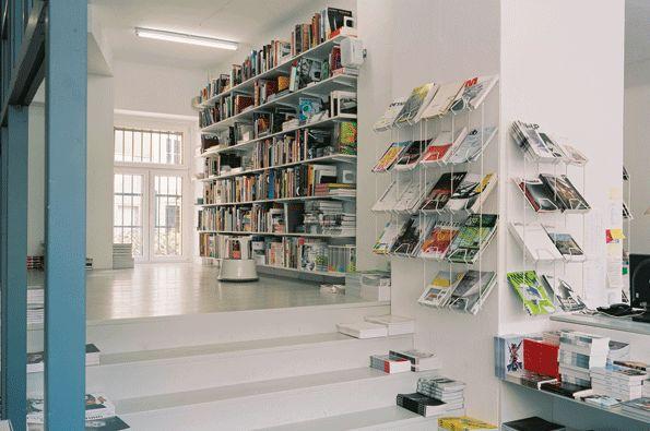 Menelusuri Toko Buku Indie di Berlin
