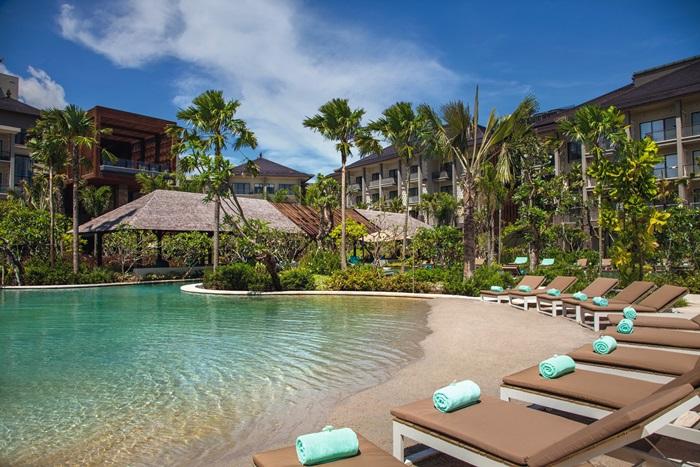Area pantai buatan Movenpick Resort & Spa Jimbaran Bali