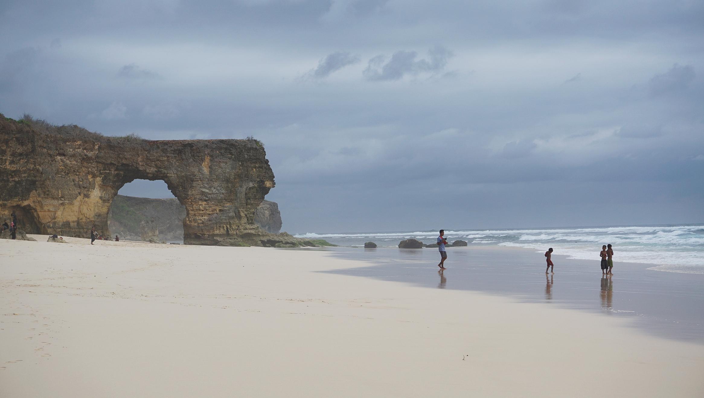 Pantai Mbawana. Hal-hal yang harus kamu ketahui sebelum pergi ke Sumba