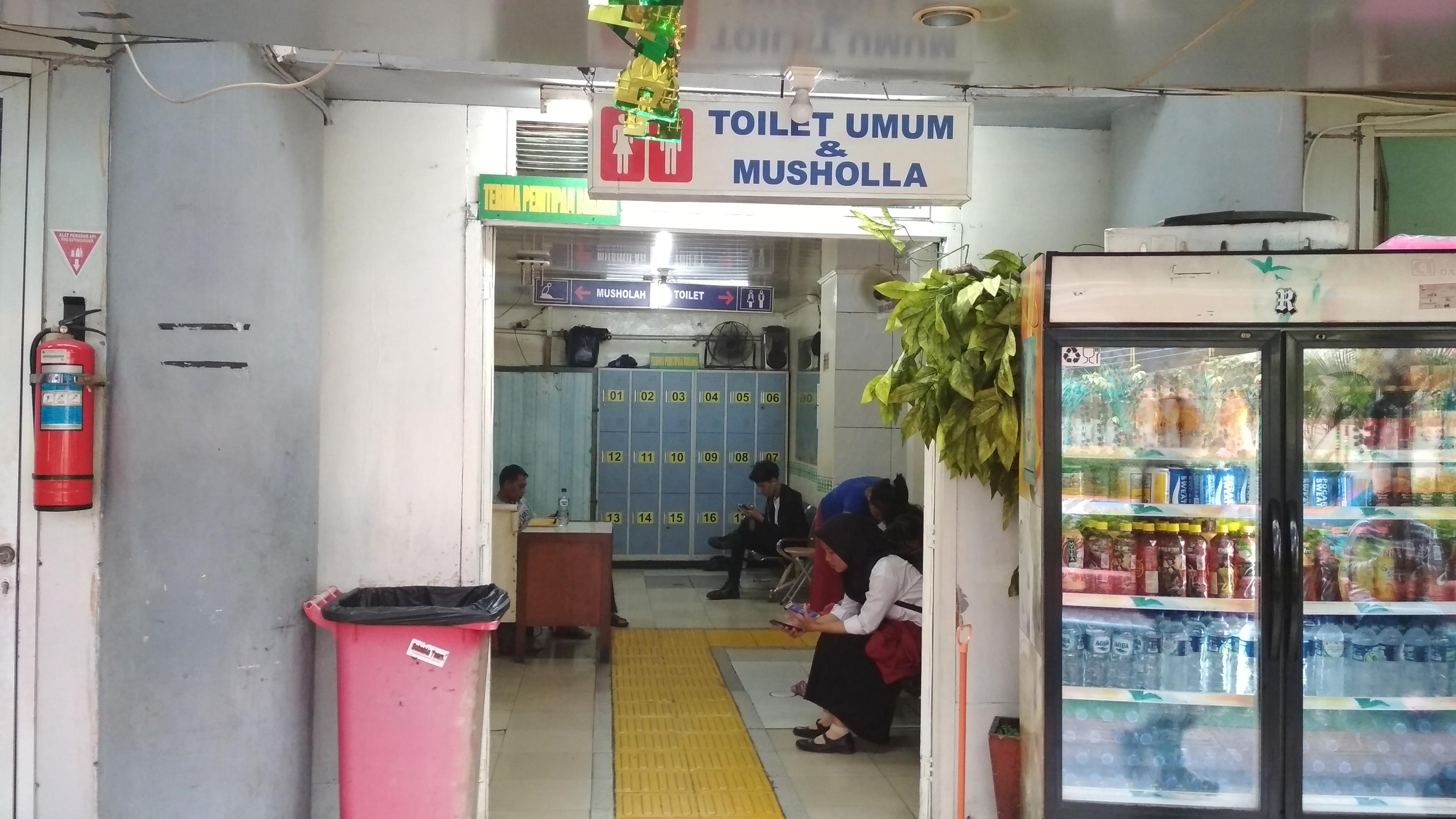 Halte TransJakarta dengan Fasilitas Musala_Halte Kota