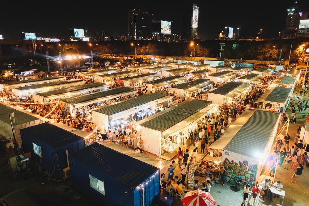 Suasana Artbox Market dari atas di malam hari