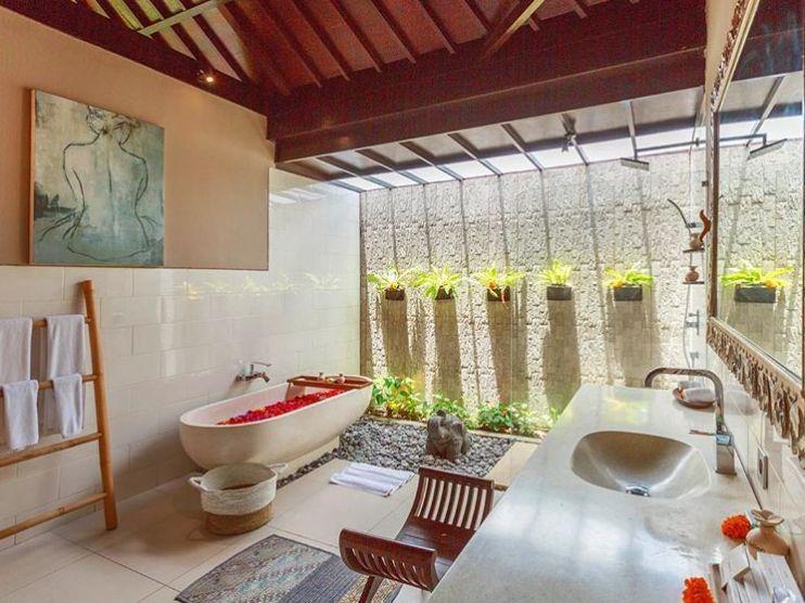 sudut kamat mandi yang menyatu dengan alam