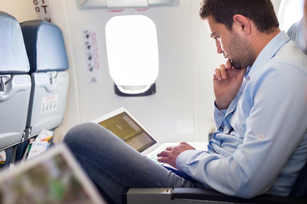 membacadi dalam pesawat