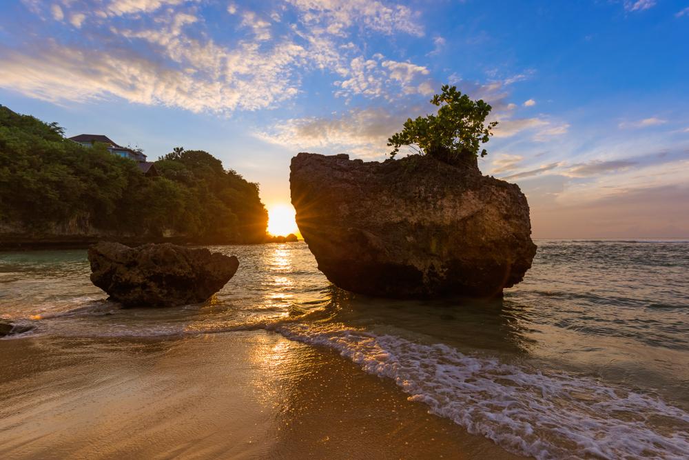 Wisata Aman Pantai Padang Padang