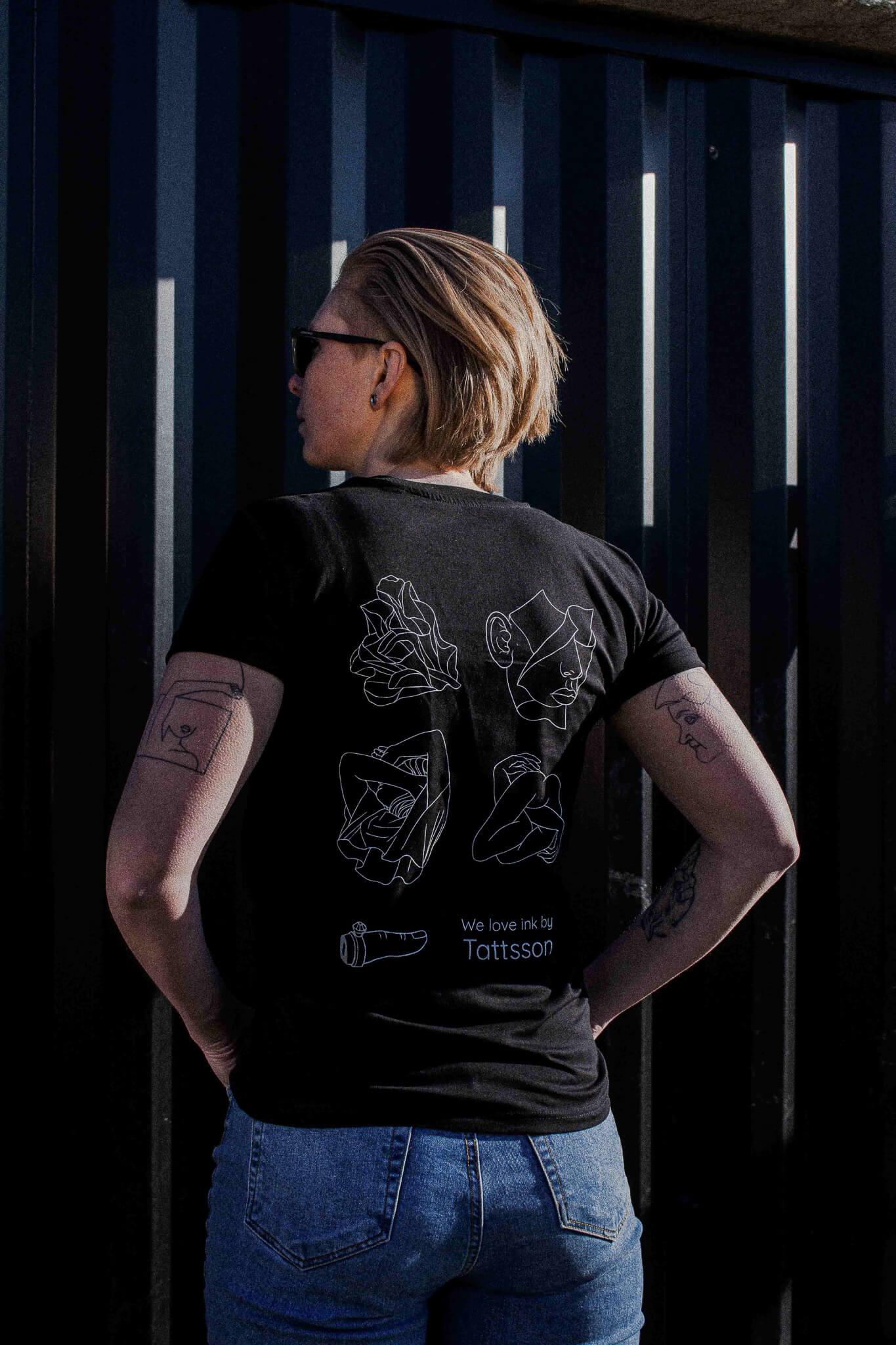 TATTSSON X WINKT collab.<br/>T-Shirt, black.
