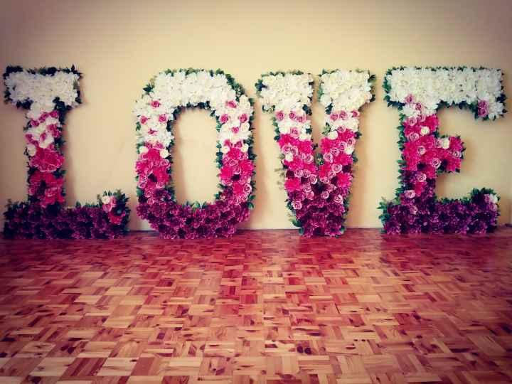 Kwiatowy Napis LOVE