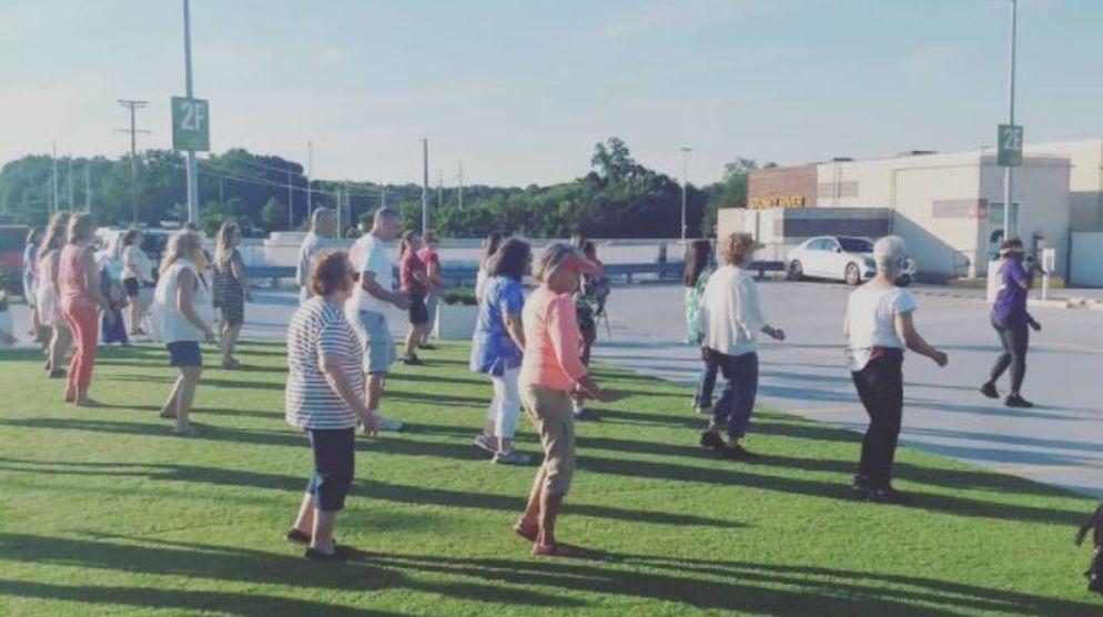 Beginner Line Dancing on the Green