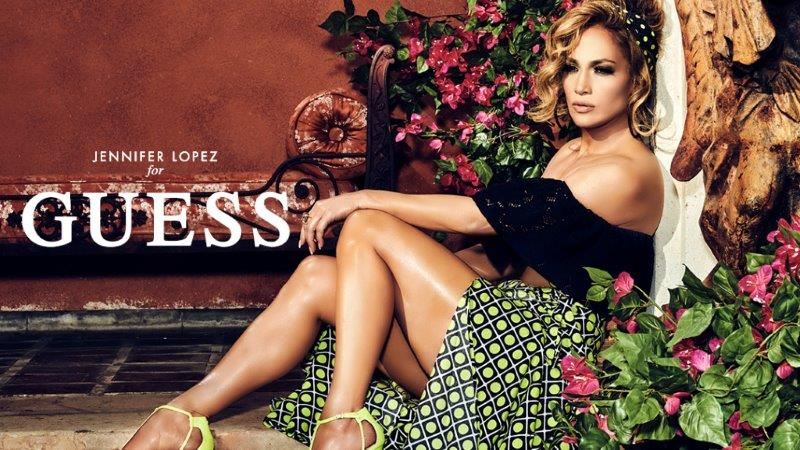 Jennifer Lopez, égérie de la collection printemps été 2020 Guess !