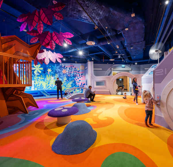 WELCOME TO DISCOVER OUR NEW PLAY AREA PARAMOS