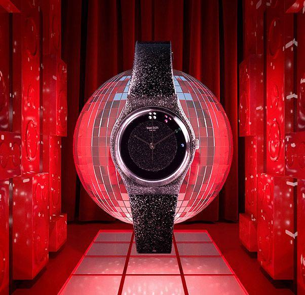 Swatch wprowadza świąteczny zegarek, inspirowany modelem z lat 80.