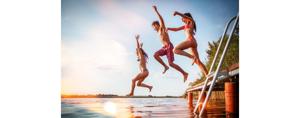 Jak vyzrát na tropické počasí? Zchlaďte se ve vodě!
