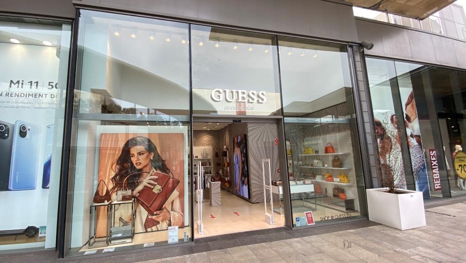 Nueva tienda Guess