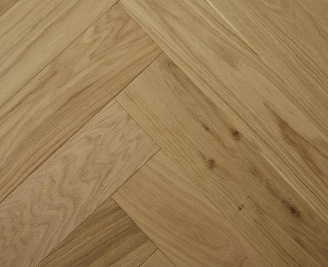 Raw Silk Natural Oak Invisible Lacquered Herringbone Engineered Parquet Block
