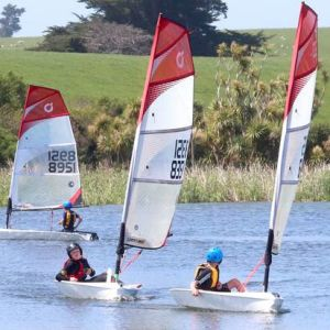 Open skiff are craft made up of a composite of traditional sail boats and windsurfers.