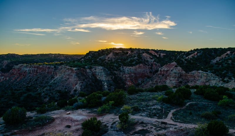 the sun setting over the canyon rim
