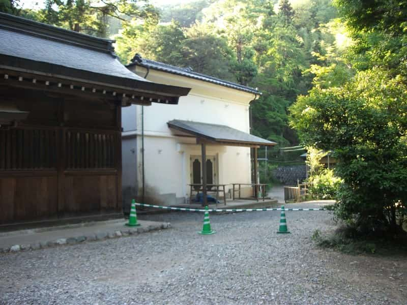 kanasana_shrine_6.jpg