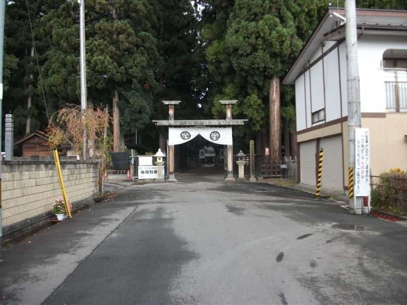 uesugi_clan_mausoleum_1.jpg