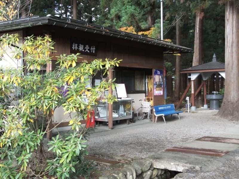 uesugi_clan_mausoleum_3.jpg