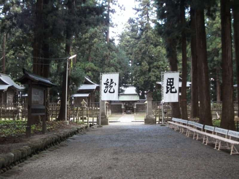 uesugi_clan_mausoleum_4.jpg