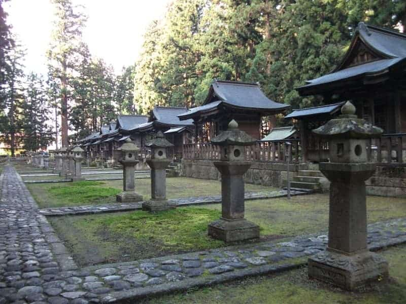 uesugi_clan_mausoleum_5.jpg