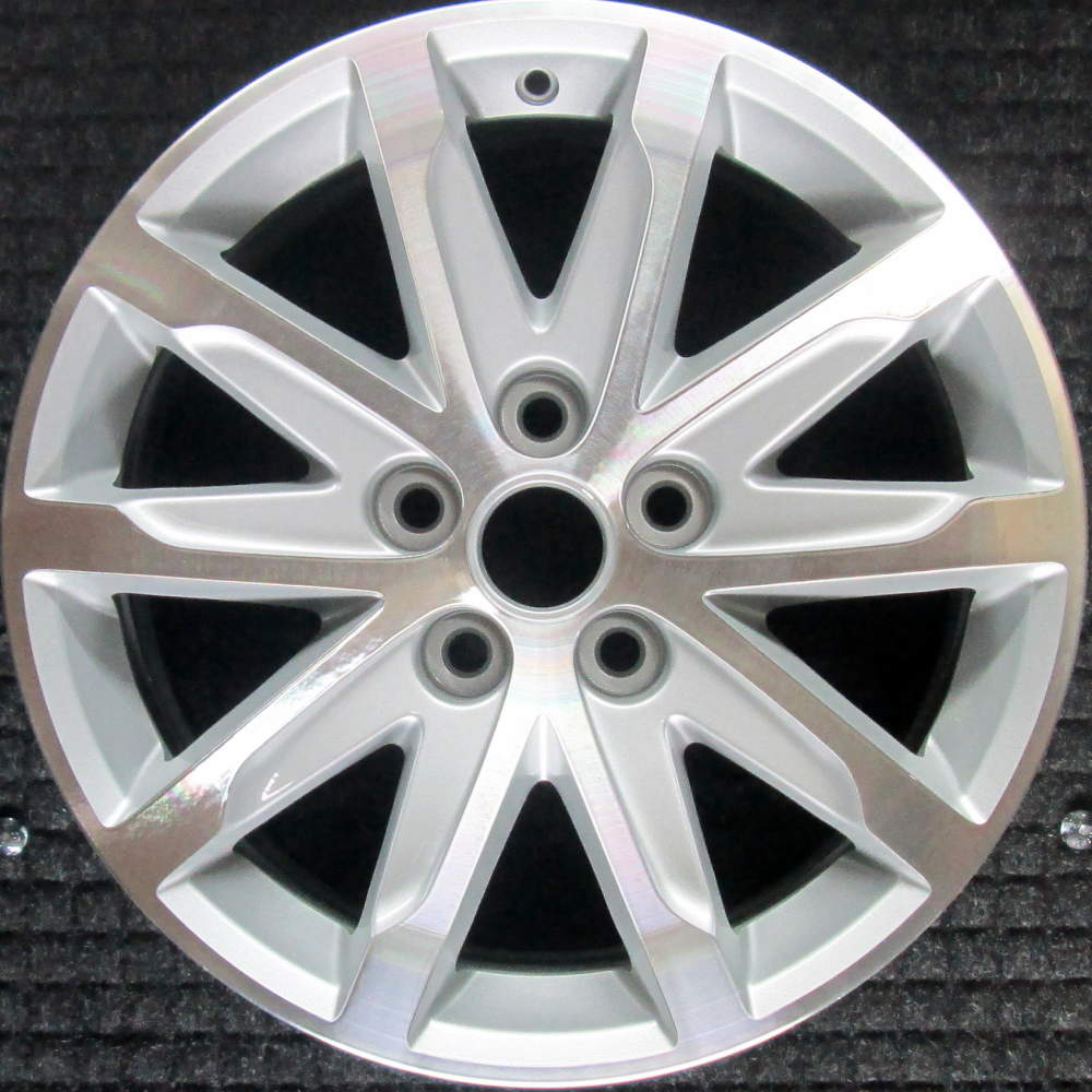 Cadillac CTS Machined W/ Silver Pockets 17 Inch OEM Wheel
