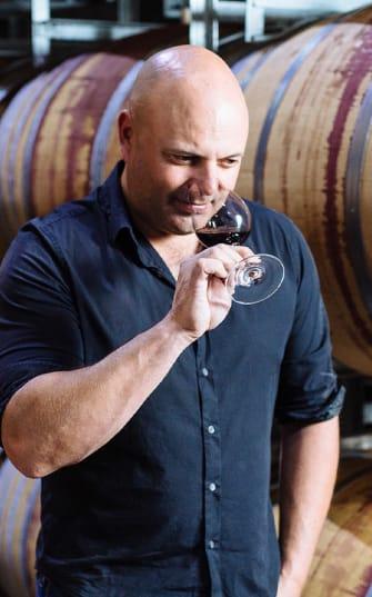 Ben Glaetzer verkostet einen Wein