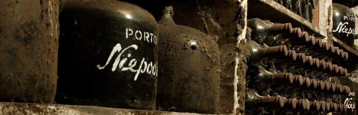 Niepoort - Alter Weinkeller mit Schimmel auf den Flaschen