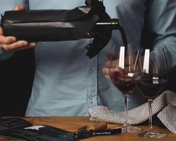 Wein in der Blindverkostung mit den Tasting-Sets von Wine in Black