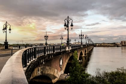 Bordeaux Brücke Wein