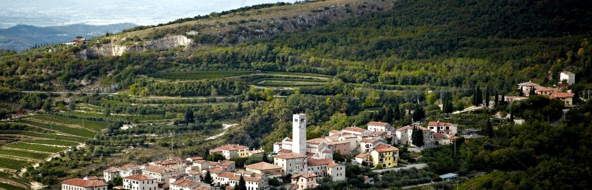 Valpolicella in Venetien von oben - die Heimat vom Weingut Allegrini