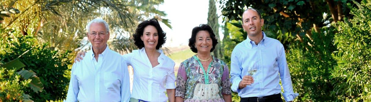 Familienporträt im Grünen: Giacomo, Gabriella, Antonio und Josè Rallo