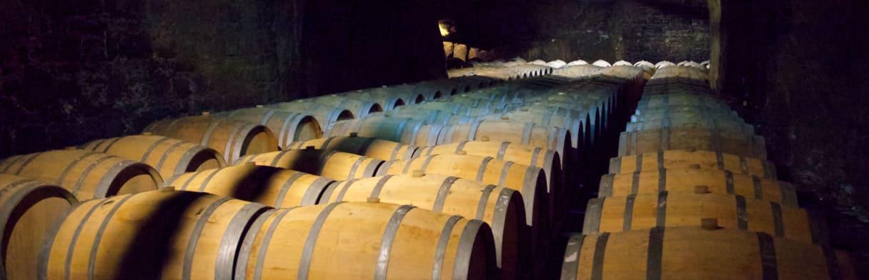 Bouvet Ladubay Weinkeller mit Eichenfässern