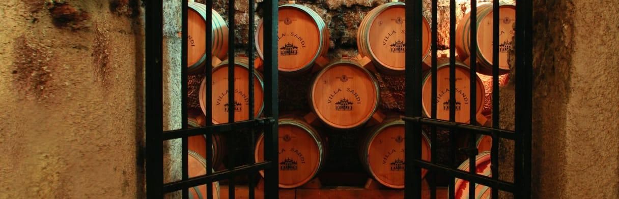 Villa Sandi - Weinkeller mit Eichenfässern