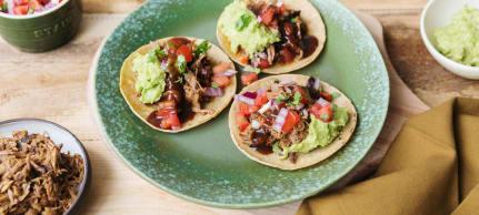 Tacos de porc effiloché au chipotle et guacamole au four