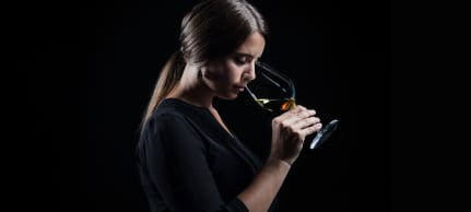 Wine in Black-Wein experte Irina-Maria