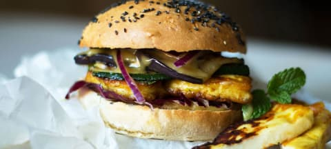 Halloumi-Burger mit Honig-Senf-Sauce