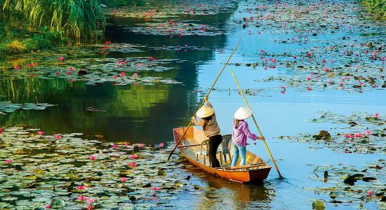 mekong vietnam women in boat traditional