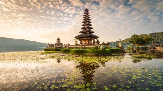 1 slide indonesia bali pura ulan danu bratan temple pano