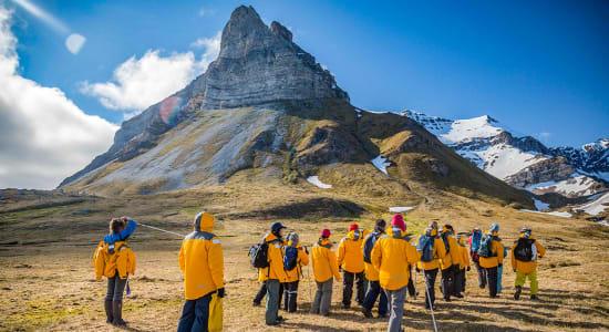 spitsbergen svalbard alkehornet hiking
