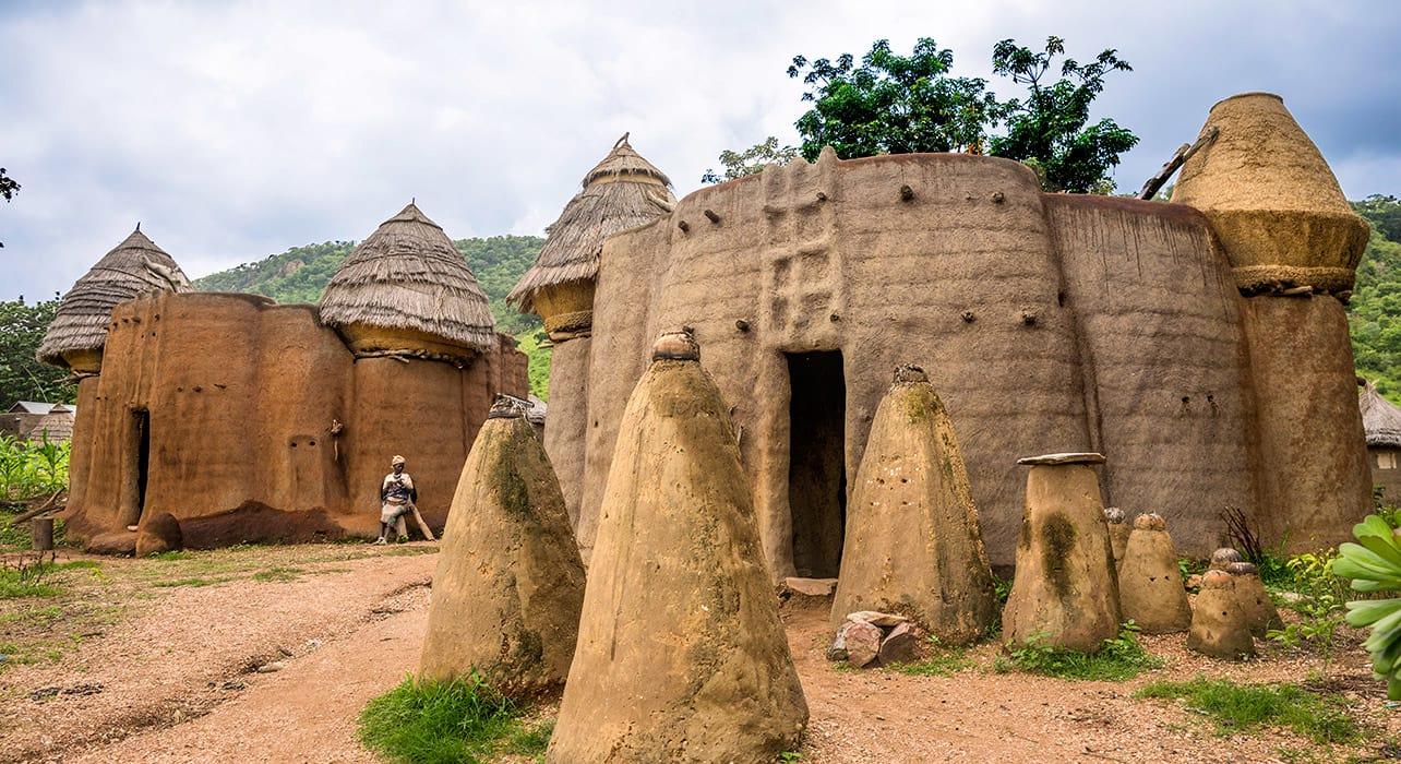 4 slide tradtional home ghana togo benin pano