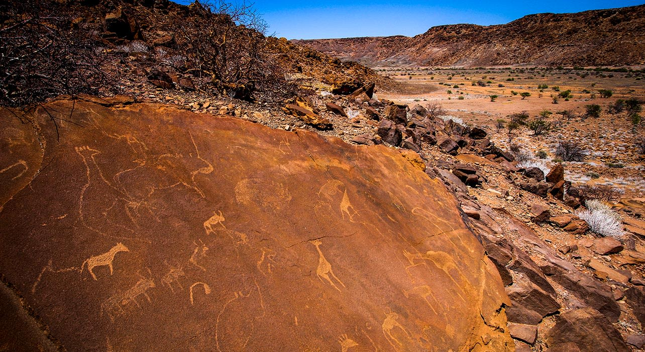 5 slide africa namibia petroglyghs pano